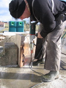 41 detail (drilling the cement base to fix the stones)